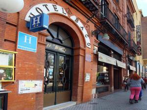 """Foto del exterior de """"Hotel Baco"""""""