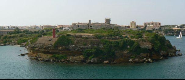 Fotografía de Mahón: La isla del Rey en el Puerto de Mahón