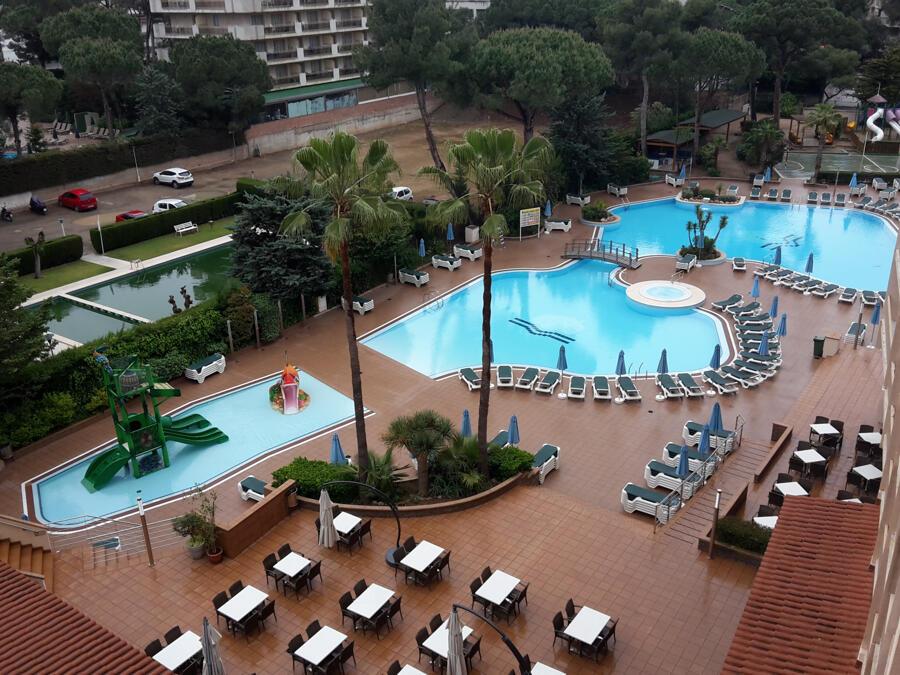 Comentarios hotel golden avenida suite salou for Piscinas de ansoain