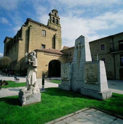 Foto degli esterni Parador de Santo Domingo Bernardo de Fresneda