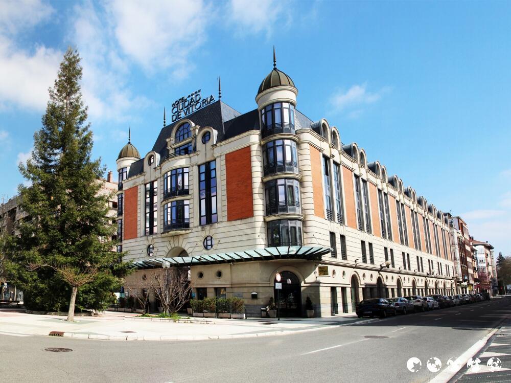 Hotel silken ciudad de vitoria vitoria for Hotel jardines de uleta vitoria