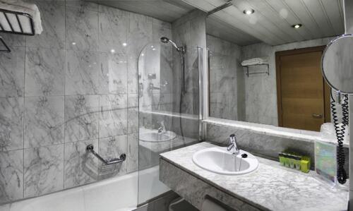 Foto del baño de Silken Ciudad de Vitoria