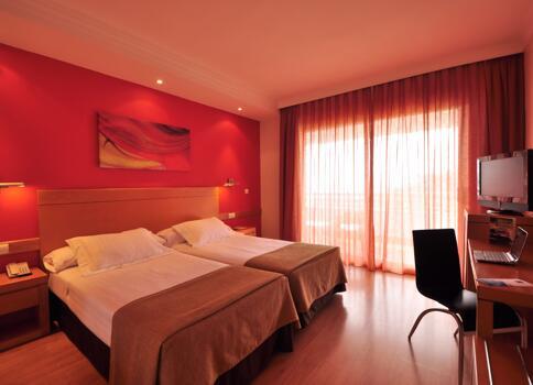 Foto de una habitación de Hotel Maya Alicante
