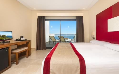 Foto de una habitación de Hotel Fuerte Estepona Suites