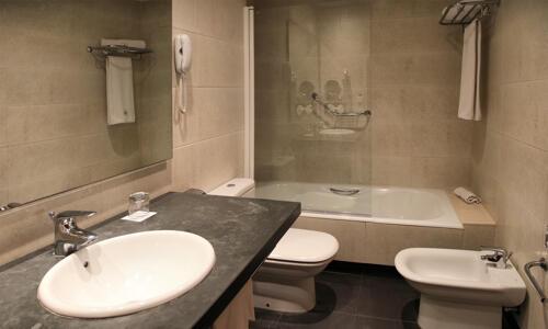 Bathroom – Eurostars Lucentum