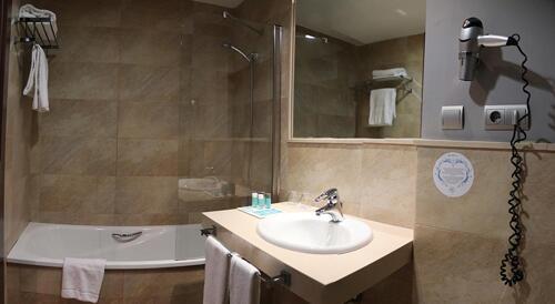 Foto del baño de Hotel Ilunion Calas de Conil (ex Confortel)