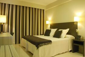 """Foto de una habitación de """"Hotel Los Robles"""""""