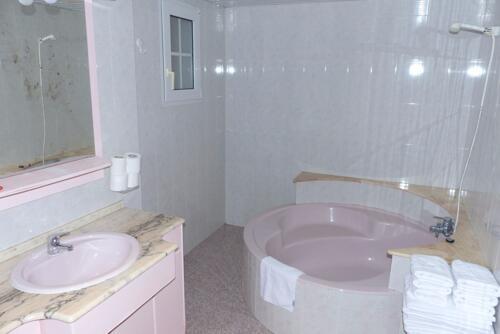 Foto de una habitación de Sunbeach by Kenkohotels