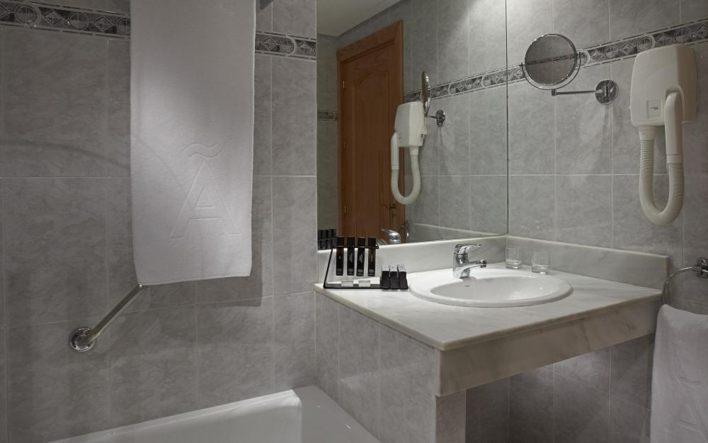 Hotel meli costa del sol torremolinos for Bathroom showrooms costa del sol