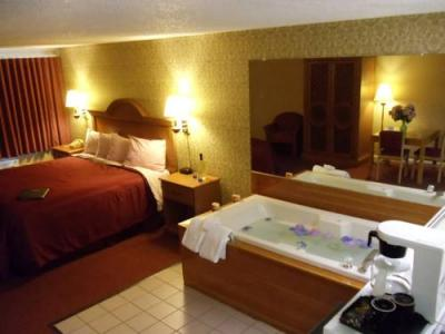 Photo - The Admiralty Inn & Suites