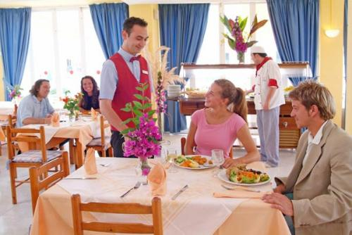 Dining – Complejo Roc Oasis Park
