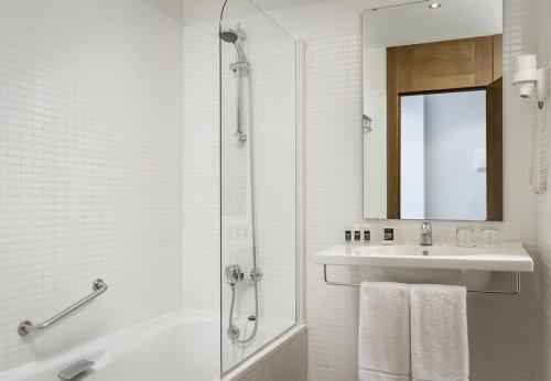 Bathroom – Hotel Exe Barcelona Gate