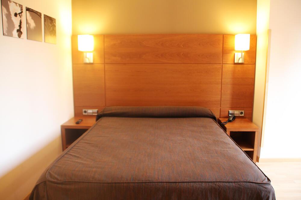 Hotel via augusta barcelona for Habitacion 73 barcelona