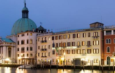 Foto del exterior de Hotel Carlton On The Grand Canal