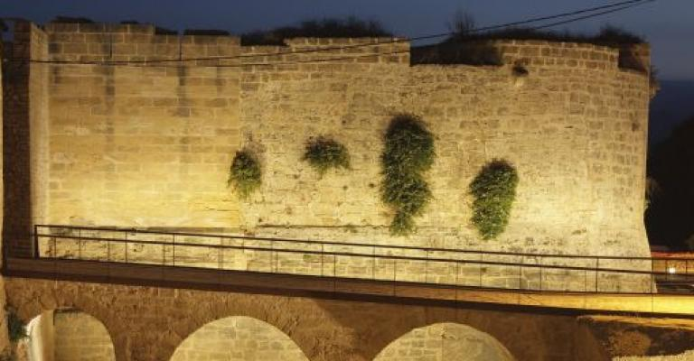 Foto von Balearische Inseln: El muro de la vieja ciudad de Alcudia
