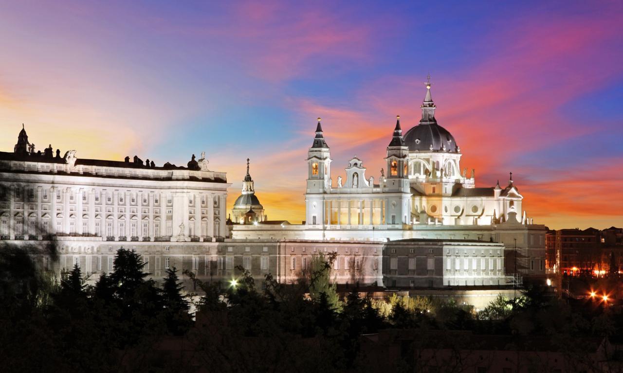 Madrid: Tu Hotel En Centraldereservas.com