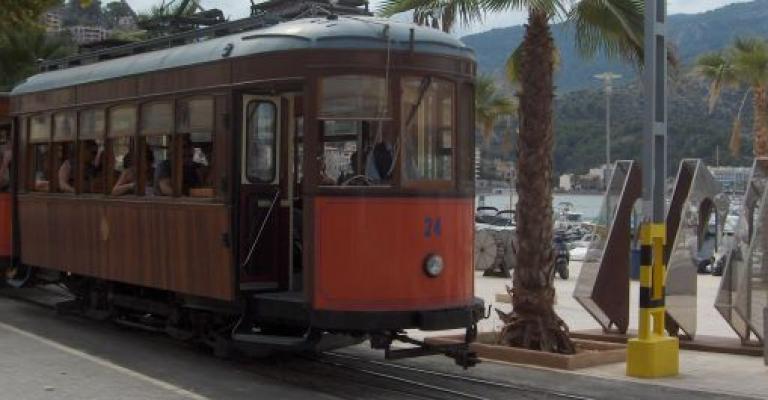 Foto von Port de Soller: El tren a Soller
