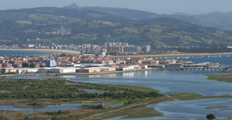 Picture Santoña: Vista a Santoña desde las marismas