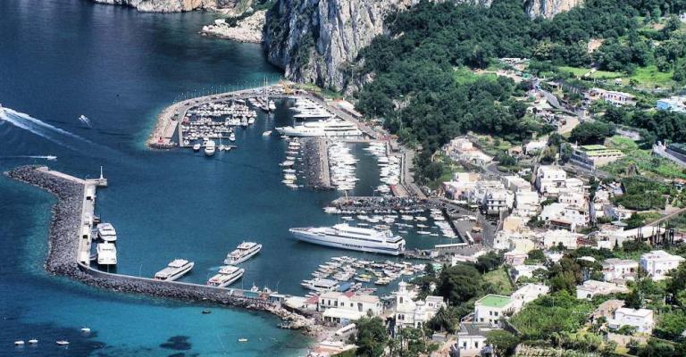 Foto Capri: Vista sobre el puerto de Capri