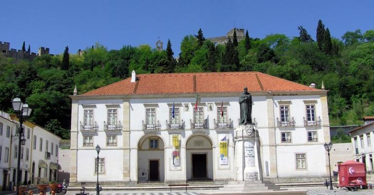 Foto von Santarém: Tomar Ayuntamiento
