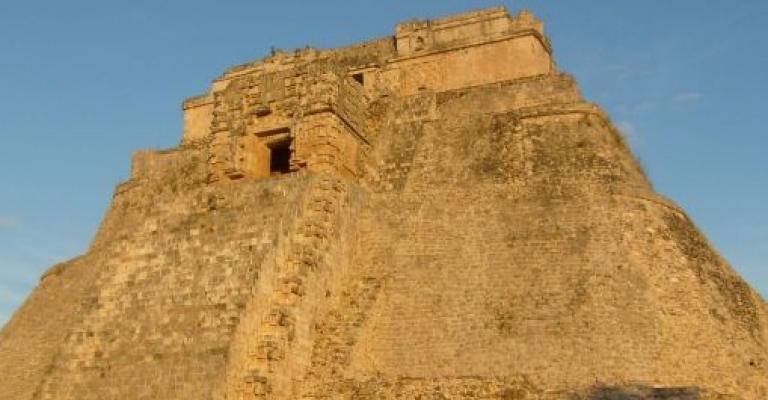 Foto von Uxmal: Uxmal - Piramide del Adivino
