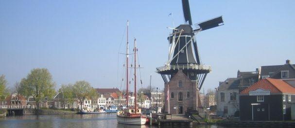 Fotografía de Haarlem: Molino en el canal